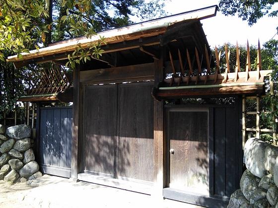 脇木門屋根が修復されました