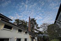 秋の空と酒蔵~鱗雲